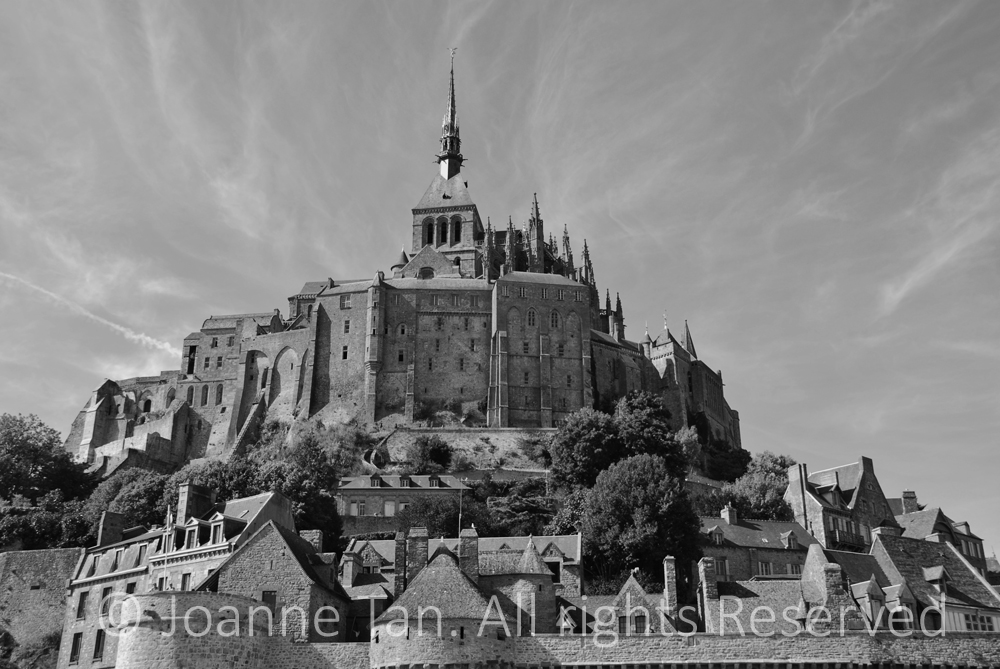 architecture-Le Mont Saint Michel & the Godly Sky, BW